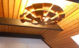 Fyra dimbara led-lampor o fjällen inställda för att ge lämplig ljusspridning.